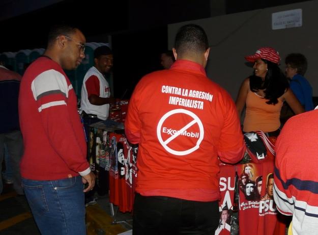 T-shirt: Contra la agresión imperialista, no ExxonMobil