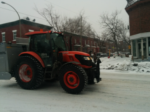 Tractor spreads salt on Rachel Street, Montreal, 2 February 2015